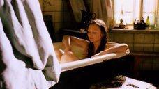 1. Обнажженая Анна Жилина принимает ванну – Вечерний звон