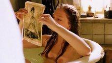 6. Обнажженая Анна Жилина принимает ванну – Вечерний звон