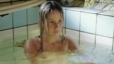 Обнаженная Ольга Сидорова в бассейне