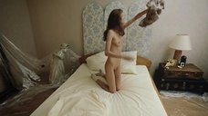 4. Полностью голая Камаева Елена на кровати – Нежный возраст
