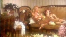 6. Лесбийская сцена с Ольгой Родионовой и Еленой Морозовой – Персики и Перчики. Куртуазные истории