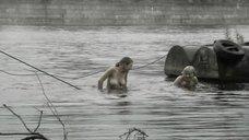 3. Светлана Бухтоярова и Алина Шмелева купаются топлесс – Преступление и погода