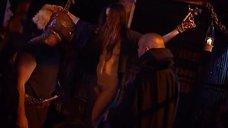 3. Полностью голая Эллен Слюсарччи на кресте – Распятые