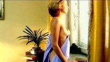 5. Наталья Коренная засветила голую грудь – Смотрящий вниз