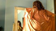 Обнаженная Регина Мянник перед зеркалом