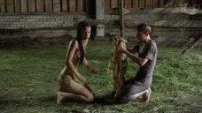 Мокрая Любовь Аксенова снимает платье