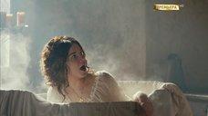 4. Мария Андреева принимает ванну в рубашке – София