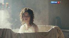 5. Мария Андреева принимает ванну в рубашке – София