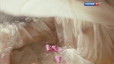 6. Мария Андреева принимает ванну в рубашке – София