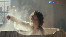 8. Мария Андреева принимает ванну в рубашке – София