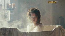 9. Мария Андреева принимает ванну в рубашке – София
