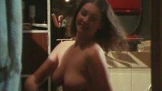 Елена Костина засветила грудь