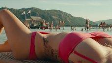 Лола Ле Ланн в красном купальнике