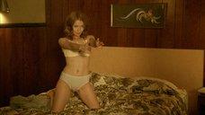 Секси Эмили Браунинг в белом белье
