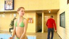 Наталья Панова в зеленом купальнике
