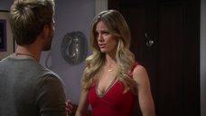 Бруклин Декер в обтягивающем красном платье
