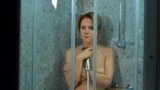 Мария Сурова топлесс под душем