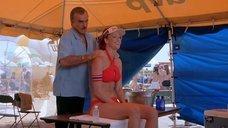 Энджи Эверхарт делают массаж