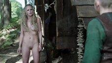 2. Полностью голая Мод Херст – Викинги