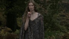 2. Секси Алисса Сазерленд – Викинги