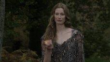3. Секси Алисса Сазерленд – Викинги
