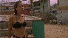 Дрю Бэрримор купается в бассейне