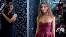 Секси Лиза Арзамасова примеряет платья