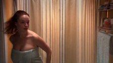 Кристина Хендрикс в полотенце