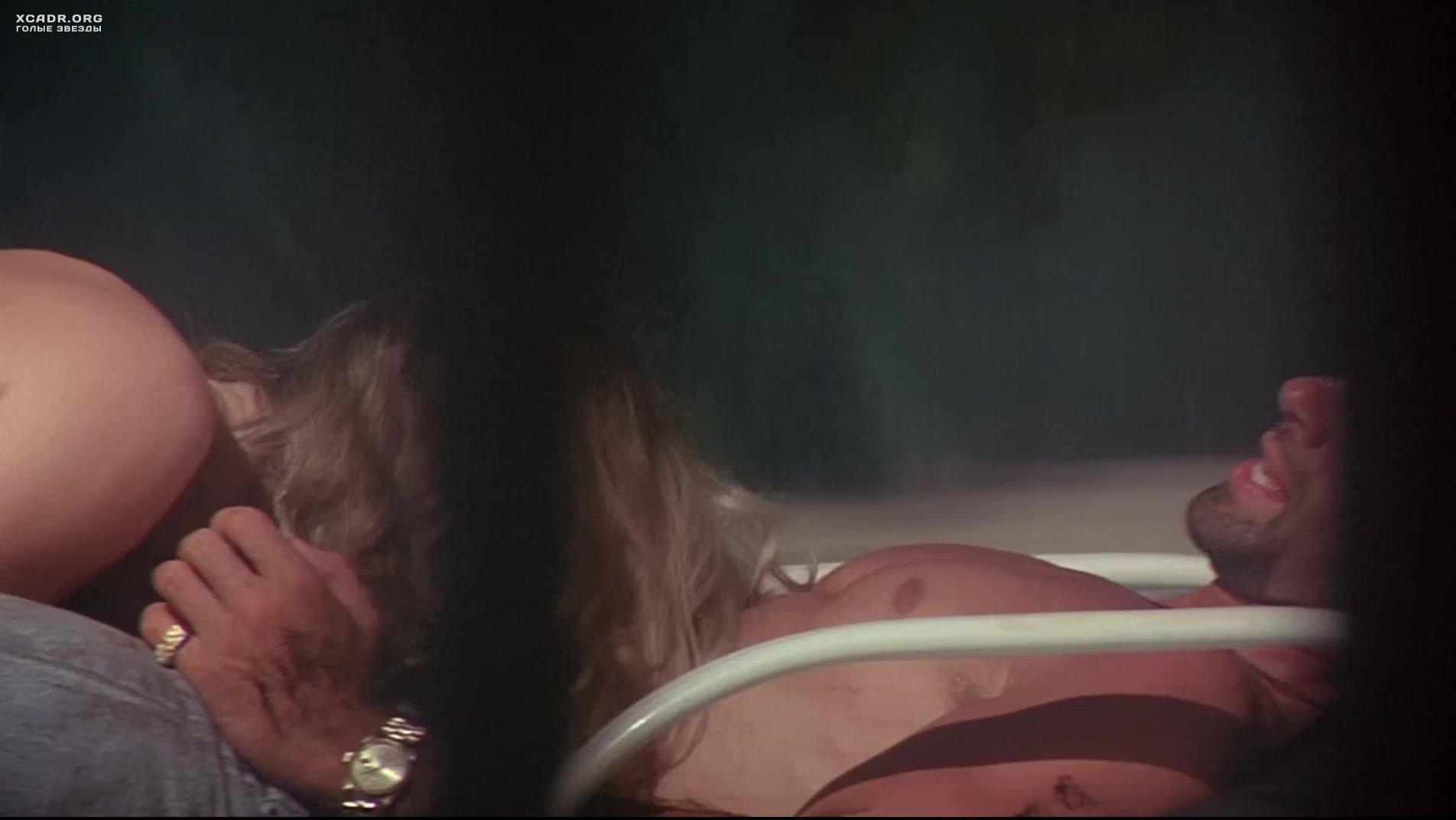 Сцены подглядывания под юбку из художественных фильмов