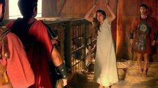 2. Мокрую Ану де Армас хлестают по спине – Римская Испания, легенда