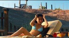 Энни Цянь в купальнике