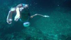 12. Секси Джессика Альба в голубом купальнике – Механик: Воскрешение