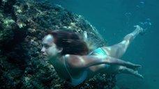 13. Секси Джессика Альба в голубом купальнике – Механик: Воскрешение