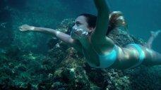 14. Секси Джессика Альба в голубом купальнике – Механик: Воскрешение