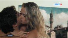 8. Сексуальная Анастасия Дубровина – Поздние цветы