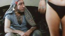 Наталье Бочкаревой делают массаж