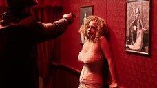 Кудрявая проститутка упала в обморок
