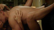 Интимная сцена с Милой Кунис