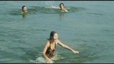 3. Секси Марина Дюжева выбегает из воды – Честный, умный, неженатый...