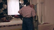 3. Постельная сцена с Викторией Толстогановой – Вторжение (Россия)