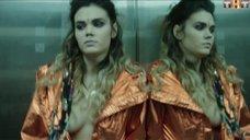 Ольга Виниченко засветила грудь в лифте