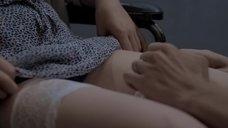 Марию Поезжаеву ласкают между ног