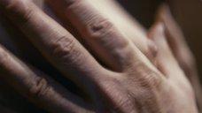 9. Голая грудь Юлии Снигирь – Про Любовь (2015)