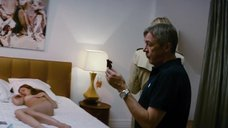 14. Рената Литвинова осматривает полностью голую Кристину Исайкину – Про Любовь (2015)