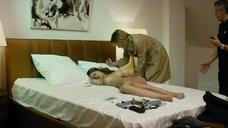 15. Рената Литвинова осматривает полностью голую Кристину Исайкину – Про Любовь (2015)