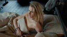 Александра Ребенок в постели