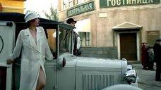 Амалия Мордвинова в халате на голое тело