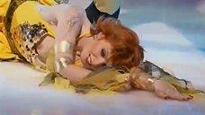 Амалия Мордвинова засветила грудь