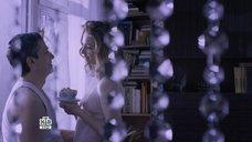 Соблазнительная Мария Луговая в прозрачной ночнушке