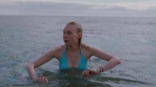 Марина Васильева в голубом купальнике